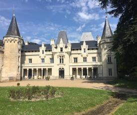 Château de Salvert - Appartement & Chambre d'Hôtes