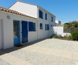 House 700m plage, 1200m centre ville, maison de 3 chambres, bien tenue, avec patio dallé, 6 personnes.
