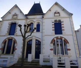 House Magnifique villa de famille pour 8 personnes a 300 m de la plage